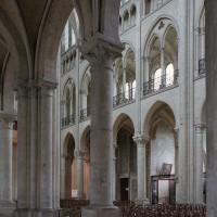 Le mur nord de la nef vu depuis le bas-côté sud vers le nord-ouest (2007)