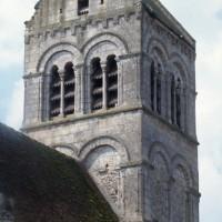Les étages supérieurs du clocher-porche vus du nord-est