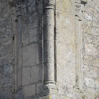 Colonnette à l'angle nord-ouest  du second étage du clocher-porche (2016)