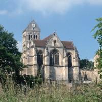 L'église dans son environnement vue du sud-est (1994)