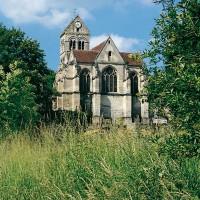 L'église dans son environnement vue du sud-est