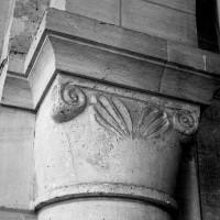 Chapiteau d'une des arcades romanes ouest du choeur