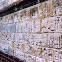 Graffitis sur le mur sud de la nef (2004)