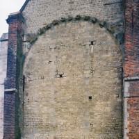 Le mur est de l'église (2002)