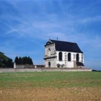 L'église dans son environnement vue du sud-ouest (2003)