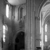 Le bras nord du transept et la pile nord-est de la croisée vus vers le nord-est (1997)
