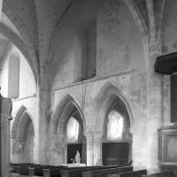 Vue du mur gouttereau nord des deux premières travées de la nef vers le nord-ouest (1996)