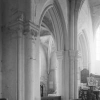 Les arcades du bas-côté nord du choeur vues vers le nord-est (1996)