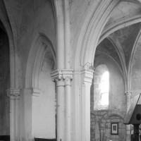 Les arcades du bas-côté nord du choeur vues vers le nord-ouest (1996)
