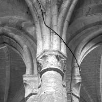 Retombée de voûtes (pile intermédiaire) dans le bas-côté nord de la nef (1996)