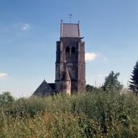 L'église dans son environnement vue de l'ouest (1994)