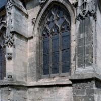 Vue d'une travée du bas-côté sud de la nef depuis le sud-est (2006)
