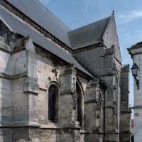 Le bas-côté sud de la nef et le bras sud du transept vus du sud-ouest (2006)