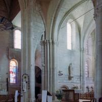 Vue partielle du choeur, du bras nord du transept et des piles nord-est de la croisée (12ème et 16ème siècles) vers le nord-est (2006)