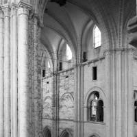 L'élévation du mur gouttereau nord de la nef vu vers le nord-ouest depuis la tribune du choeur