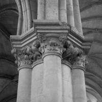 Vue partielle d'un pilier de la nef