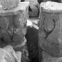 Chapiteaux de l'avant-nef déposés dans la tribune (1996)