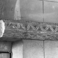 Tailloir à décor géométrique à l'angle sud-ouest de la travée du clocher (2000)