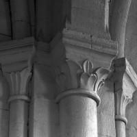 Retombée de voûtes et de l'arc doubleau entre les première et deuxième travées de la nef (1995)