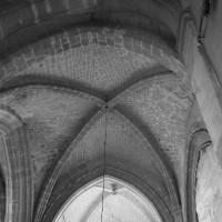 La voûte du 12ème siècle de la première travée du choeur vue vers l'est