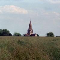 L'église dans son environnement vue du nord-ouest (2002)