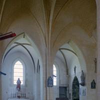 Vue partielle de la nef et du bas-côté nord vers le nord-est (2002)