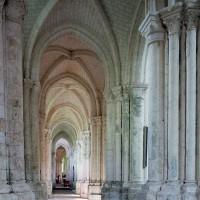 Le bas-côté nord de la nef vu vers l'est (2003)