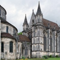 La chapelle de la Vierge et le chevet de l'église vus du sud-ouest (2003)