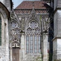 Le passage (vestibule) entre l'église et la chapelle de la Vierge vu du sud (2003)