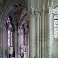 Le passage vers la chapelle de la Vierge vu depuis le déambulatoire de l'église vers le nord-est (2003)
