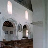 Le mur sud de la nef vu depuis le bas-côté nord vers le sud-ouest (2006)