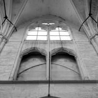 Fausse tribune et fenêtre haute de la nef