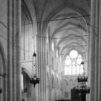 Le transept et la nef vus vers le sud-ouest