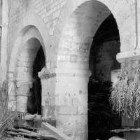 Les deux dernières arcades du mur gouttereau sud de la nef vues vers le sud-est (1969)