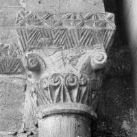 Chapiteau de l'arcade du bas-côté sud de la nef, côté gauche (1969)