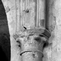 Chapiteau associé à la retombée sud de l'arc doubleau intermédiaire de la chapelle nord (1997)