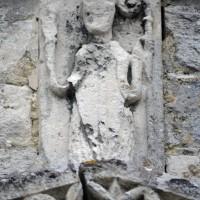 Représentation de saint Lucien (?) au portail ouest (2015)