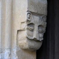 Masque au piédroit de gauche du portail ouest (2019)