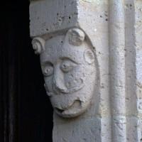 Masque au piédroit de droite du portail ouest (2019)