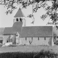L'église dans son environnement vue du nord (1974)