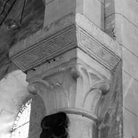 Tailloir du 11ème siècle et chapiteau de la fin du 12ème siècle à la retombée de l'ancien arc triomphal (1997)