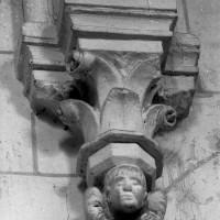 Chapiteaux et cul-de-lampe de la première chapelle nord (1997)