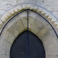 Pointes de diamant à une fenêtre du mur nord de la chapelle nord (2017)