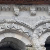 Détails des baies et de la corniche du second étage du clocher (2016)
