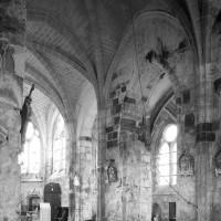 Vue partielle de la base du clocher et du choeur vers le sud-est (1996)
