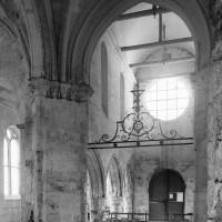 La croisée du transept et la nef vues vers le sud-ouest (1995)