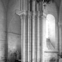 Vue partielle du choeur et de la chapelle nord depuis le croisée du transept vers le nord-est (1979)