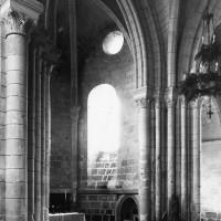 Vue partielle du choeur et de l'absidiole sud depuis la croisée du transept vers le sud-est (1995)