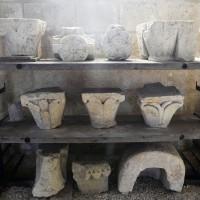 Chapiteaux retrouvés lors des fouilles (2016)
