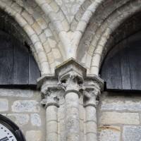 Chapiteaux du côté est de l'étage du beffroi du clocher (2016)